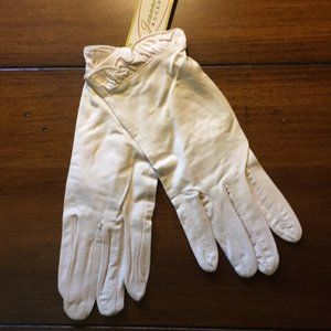 NWT Cream Vintage Style Day Gloves